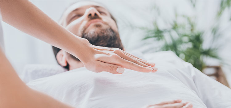 Differences Between Reiki and Massage Therapy | Natural Healers